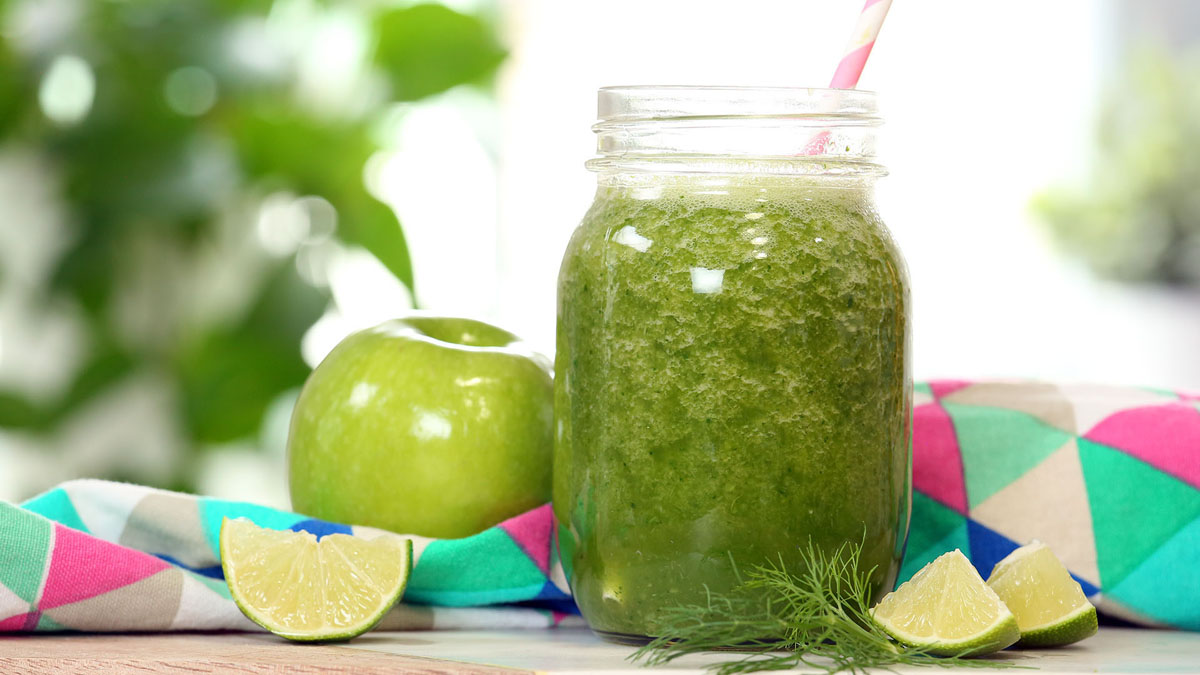 Apple-Fennel-Smoothie_16x9_The-Domestic-Geek