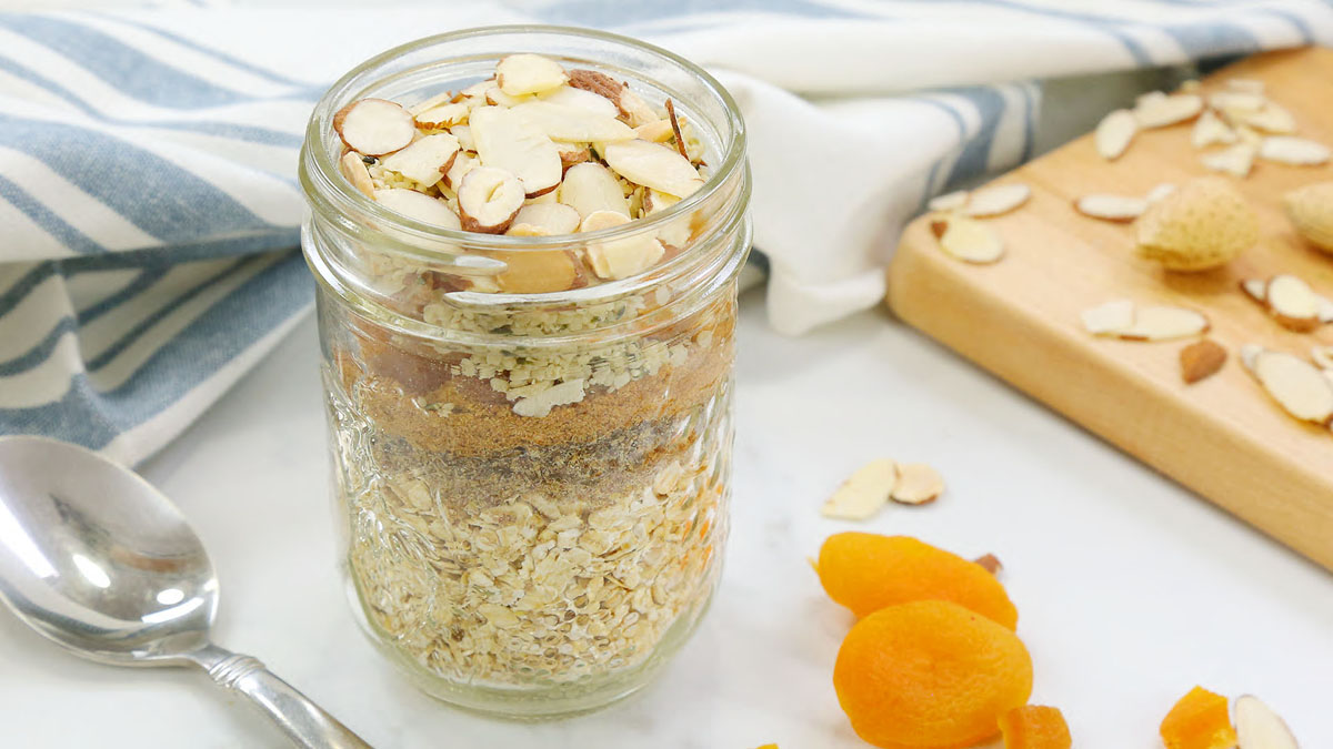 Apricot-Almond-Instant-Oatmeal_16x9_The-Domestic-Geek