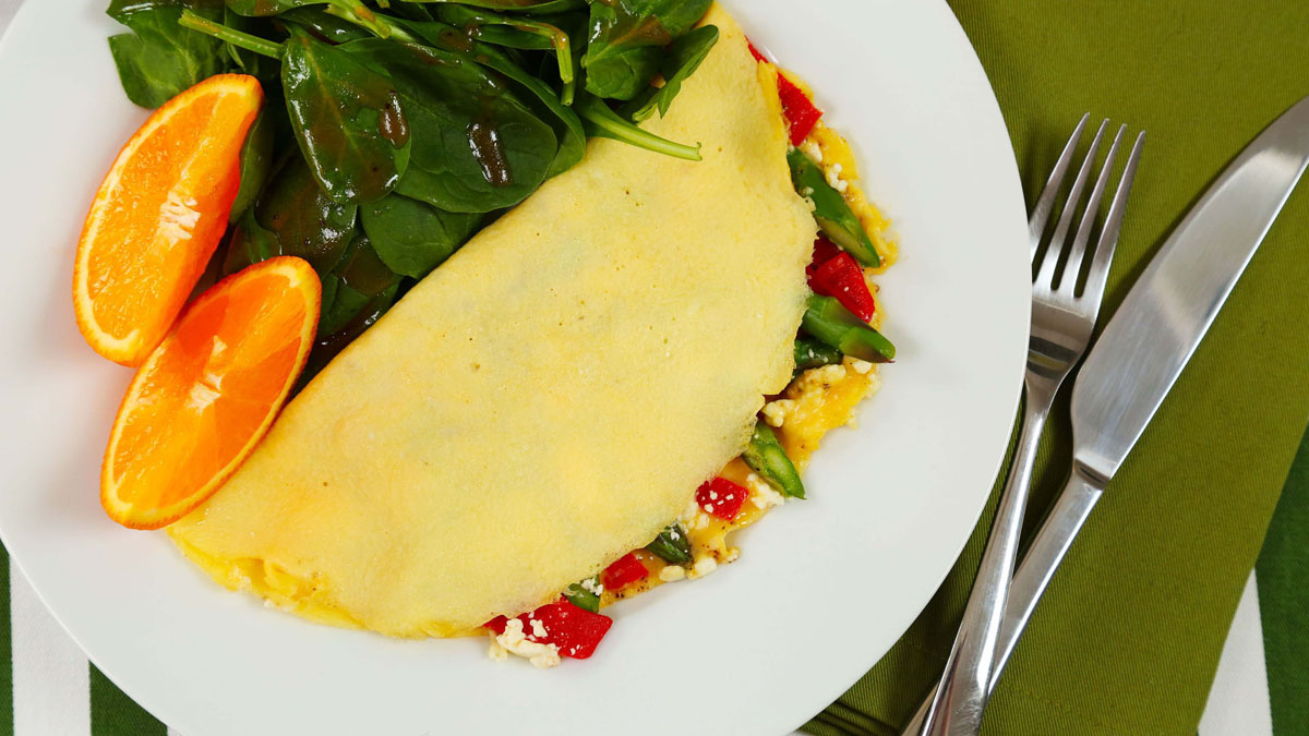 Asparagus-Roasted-Red-Pepper-Omelette_16x9_The-Domestic-Geek
