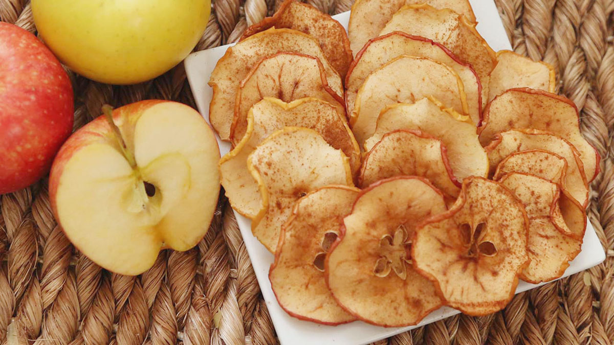 Baked-Apple-Chips_16x9_The-Domestic-Geek