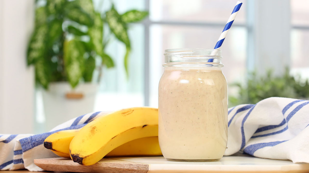 Banana-Cream-Pie-Smoothie_16x9_The-Domestic-Geek