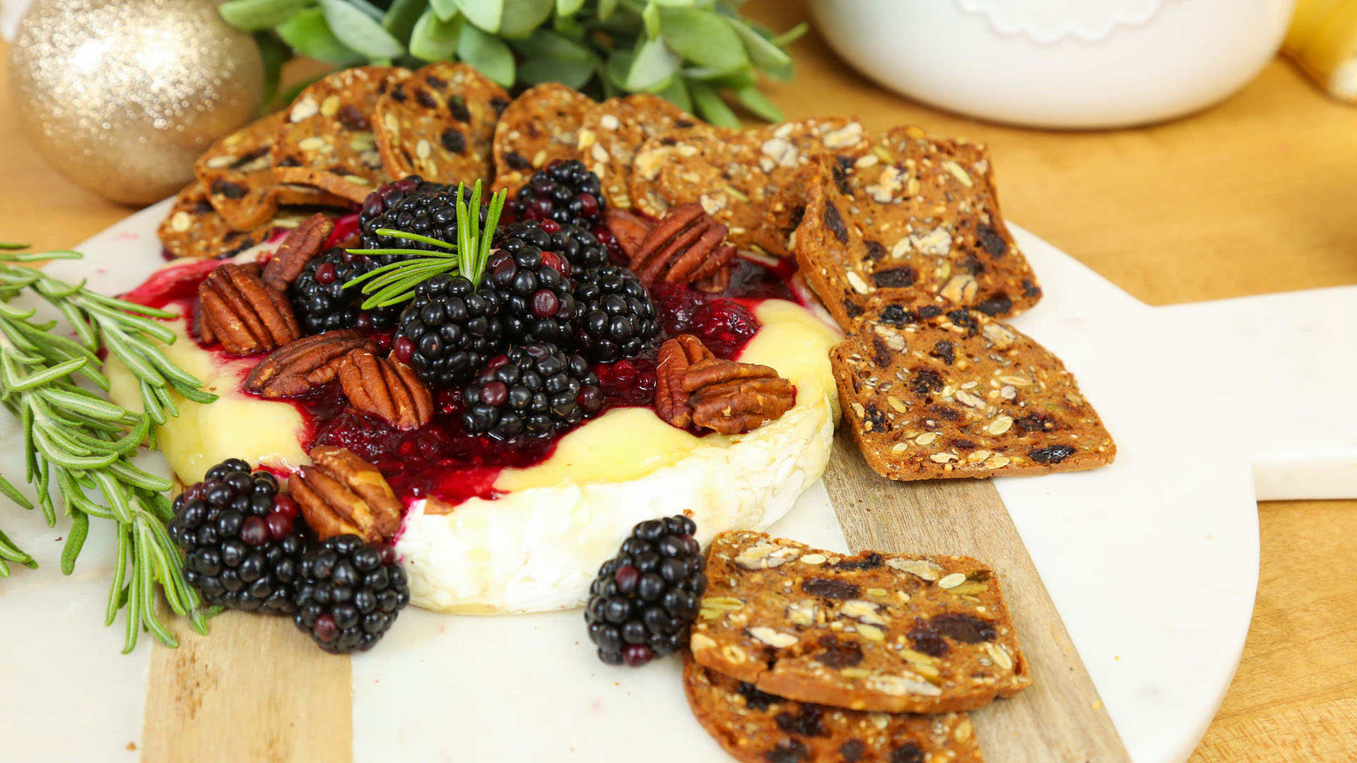 Blackberry-Baked-Brie_16x9_The-Domestic-Geek
