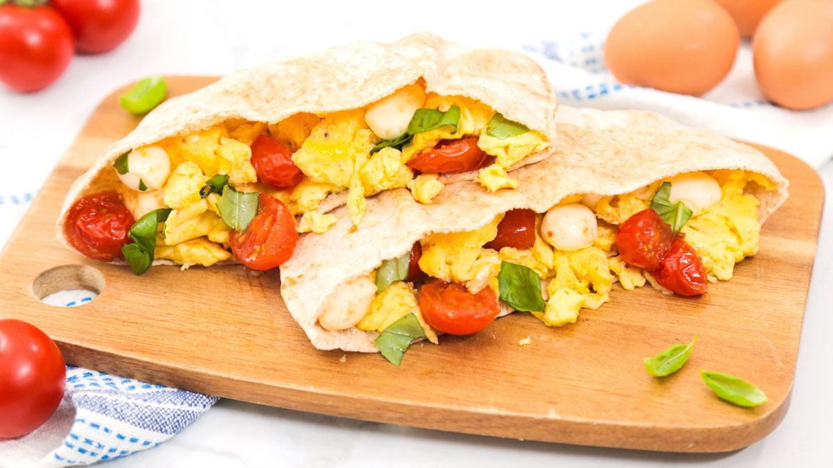 Caprese-Breakfast-Pita_16x9_The-Domestic-Geek