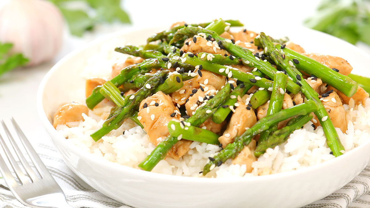 Chicken-Asparagus-Stir-Fry_16x9_1200_The-Domestic-Geek