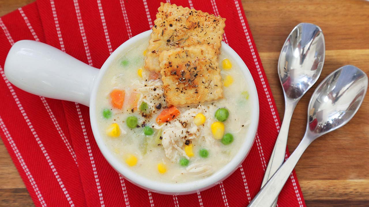 Chicken-Pot-Pie-Soup-Pie-Crust-Crackers 16x9