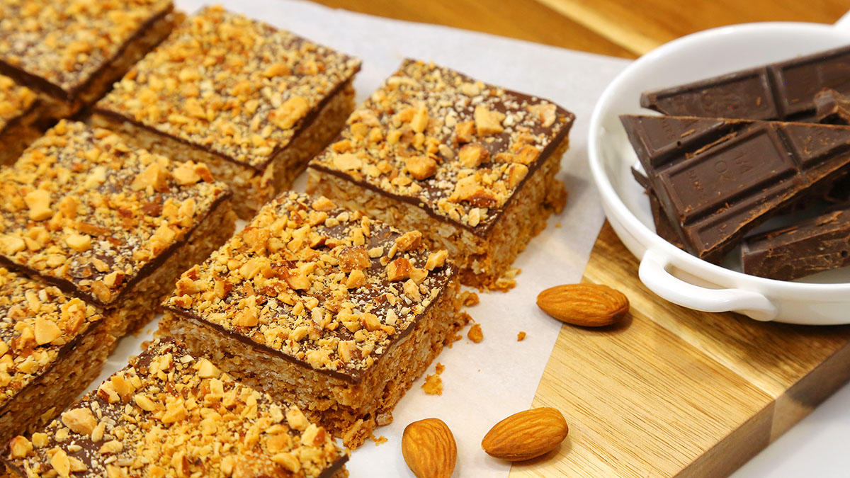 Chocolate-Almond-Oat-Bar_16x9_1200_The-Domestic-Geek