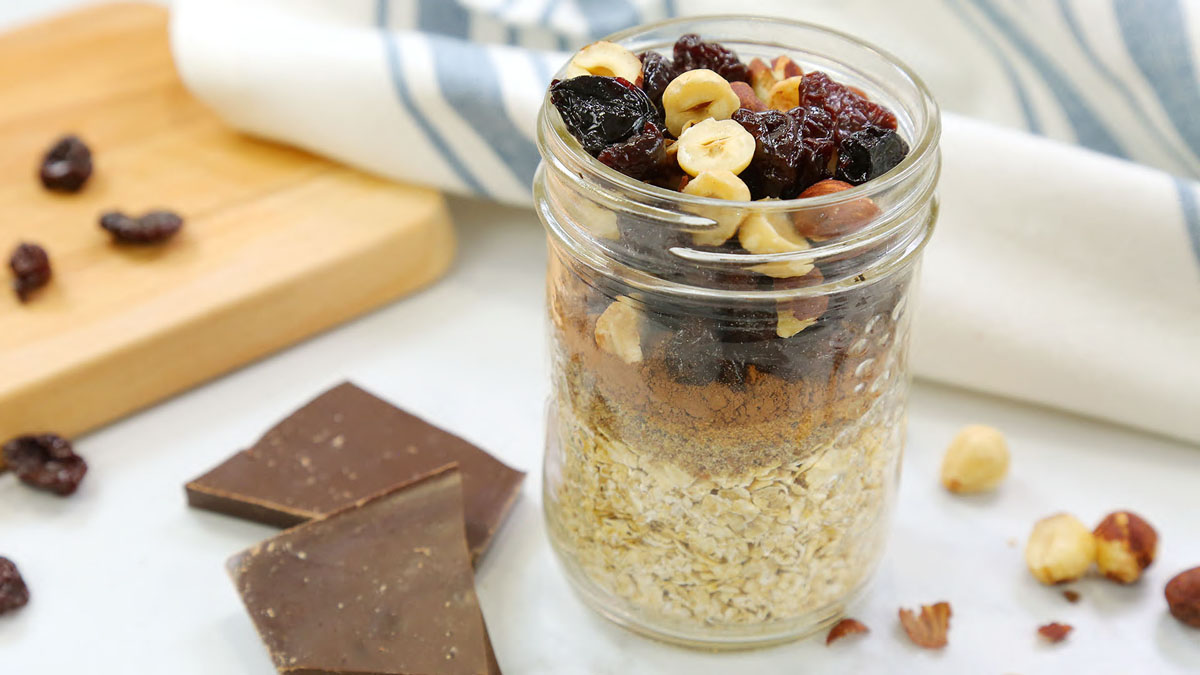 Chocolate-Cherry-Instant-Oatmeal_16x9_The-Domestic-Geek