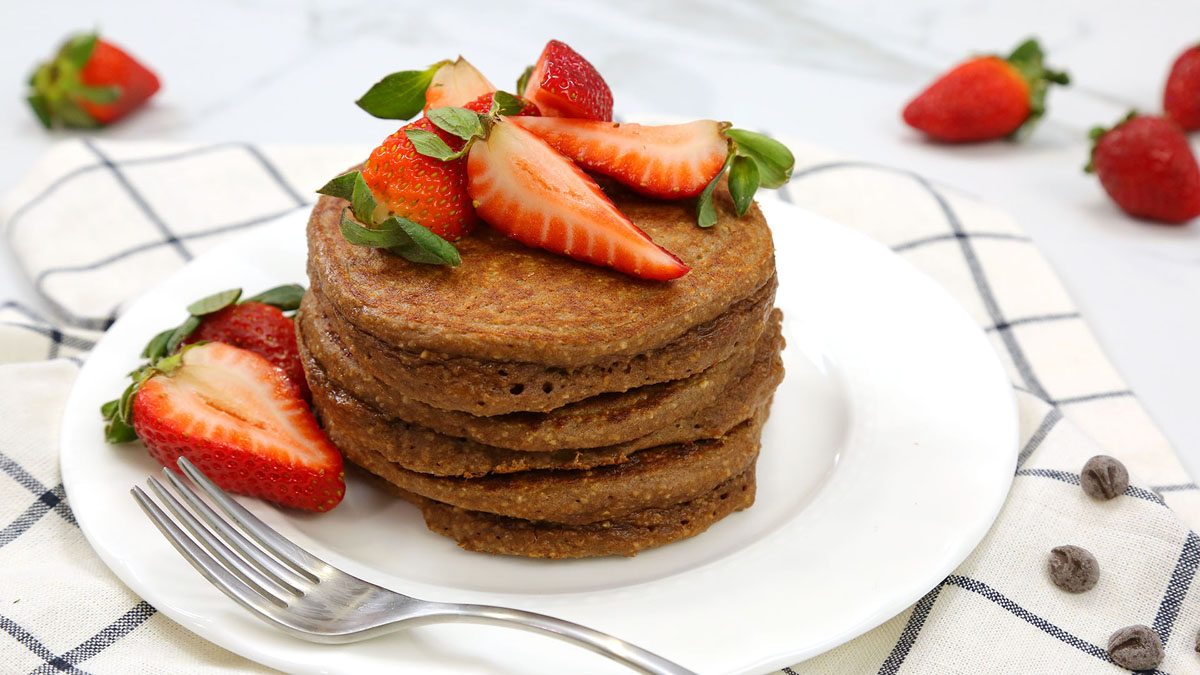 Chocolate-Protein-Pancakes_16x9_The-Domestic-Geek