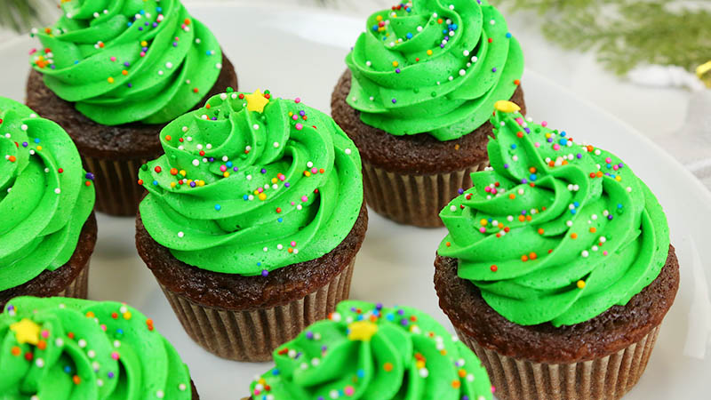 Christmas-Tree-Cupcakes_16x9_800_The-Domestic-Geek
