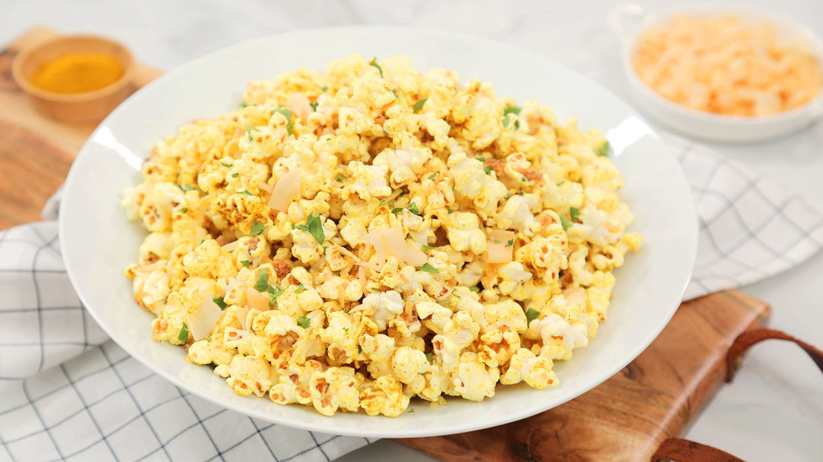 Coconut-Curry-Popcorn_16x9_The-Domestic-Geek