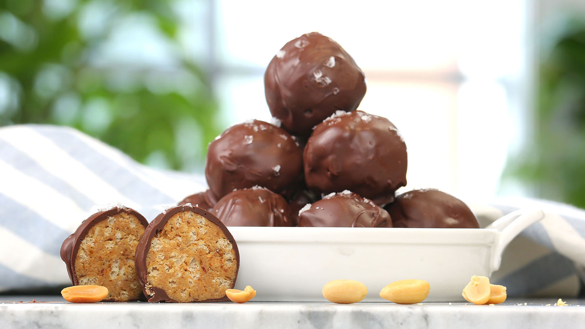 Crispy-Chocolate-Peanut-Butter-Balls_16x9_The-Domestic-Geek