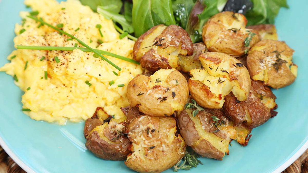 Crispy-Smashed-Potatoes_16x9_The-Domestic-Geek