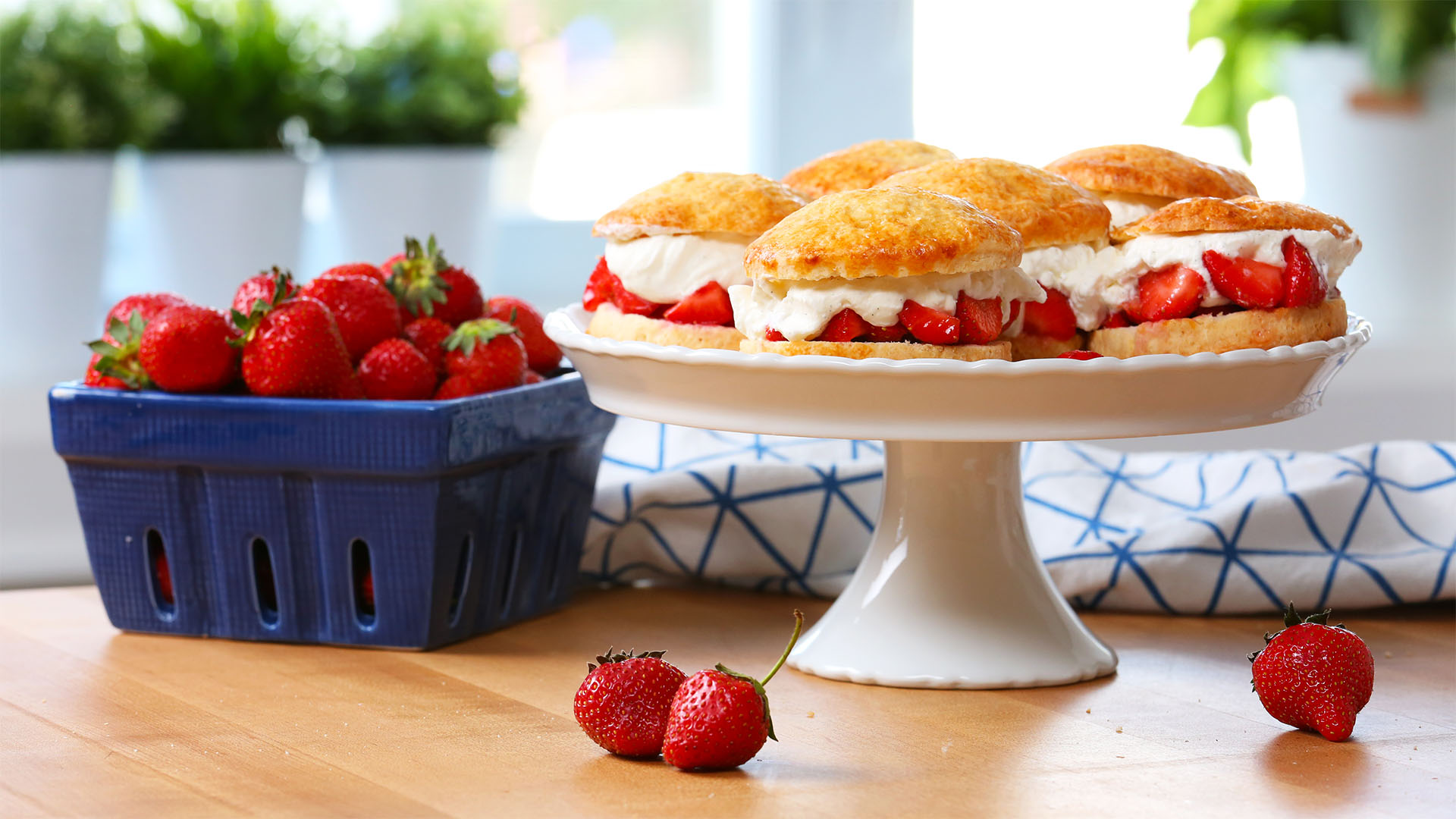 Easy-Strawberry-Shortcake 16x9