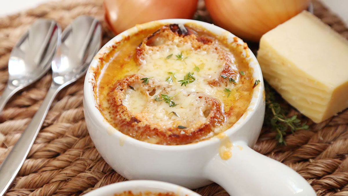French-Onion-Soup_16x9_The-Domestic-Geek