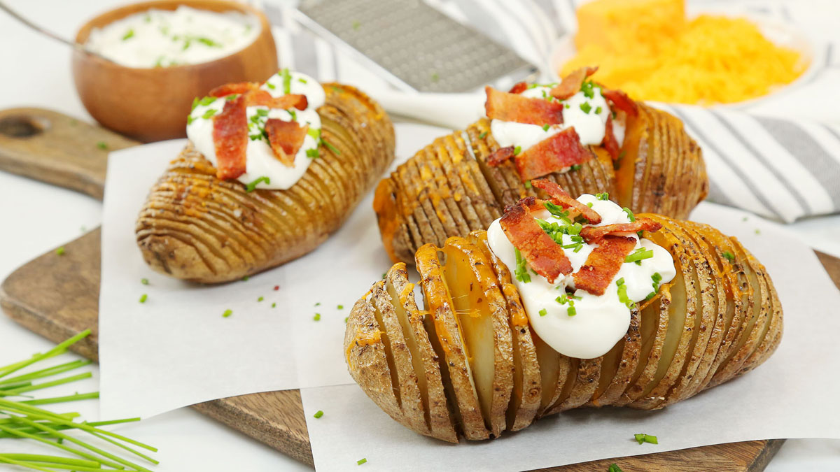 Fully-Loaded-Hasselback-Potatoes_16x9_1200_The-Domestic-Geek