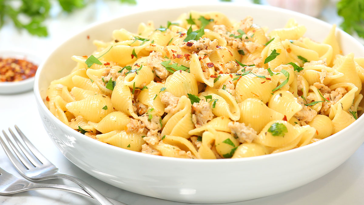Garlic-Chicken-Pasta_16x9_1200_The-Domestic-Geek