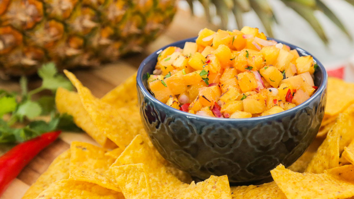 Grilled-Pineapple-Salsa_16x9_The-Domestic-Geek