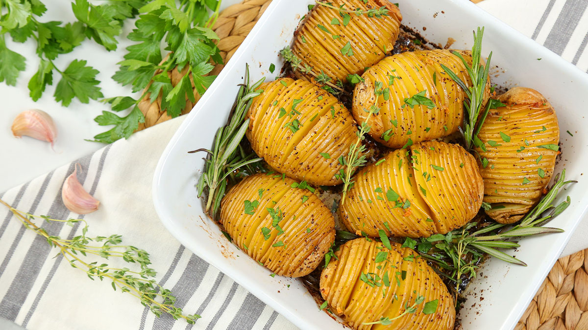 Herb-Garlic-Hasselback-Potatoes_16x9_1200_The-Domestic-Geek