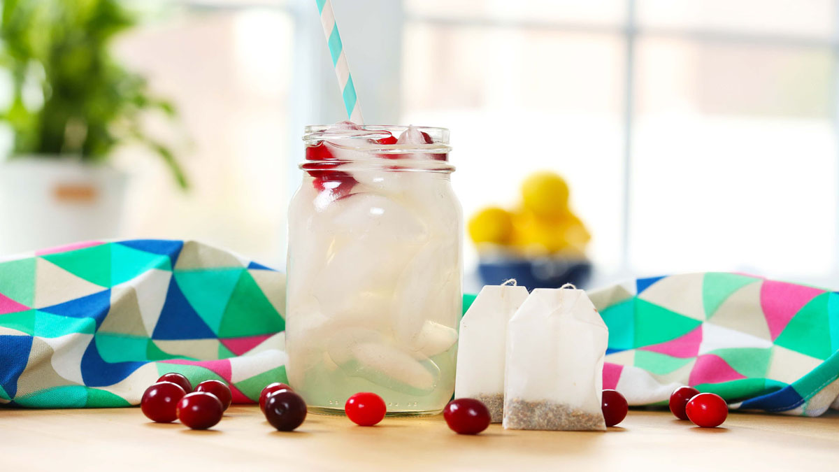 Iced-Cranberry-White-Tea_16x9_The-Domestic-Geek