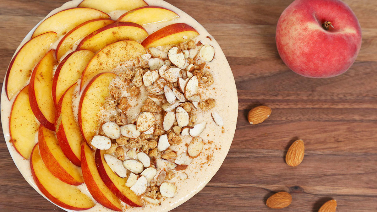 Just-Peachy-Smoothie-Bowl_16x9_The-Domestic-Geek