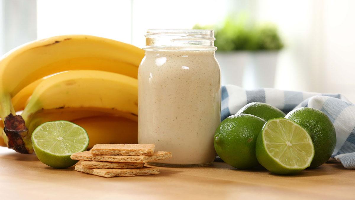 Key-Lime-Smoothie_16x9_The-Domestic-Geek
