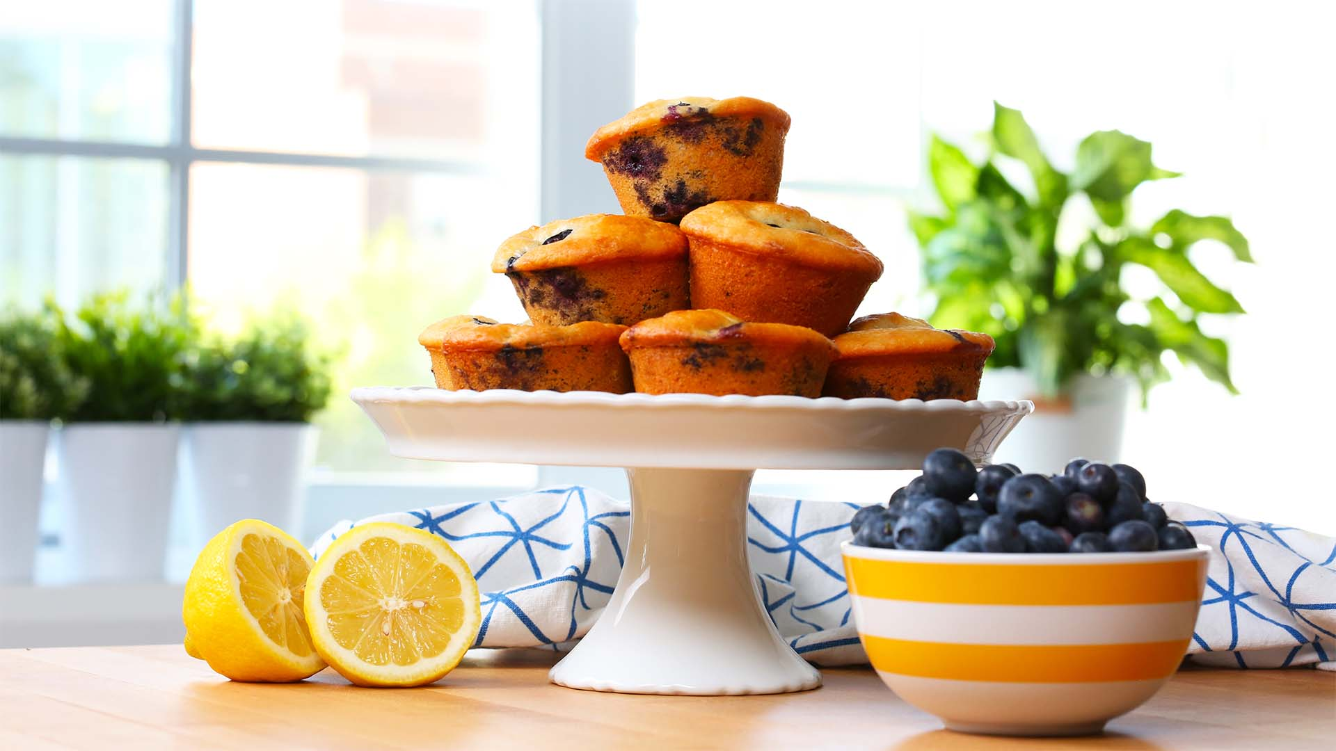 Lemon-Blueberry-Muffins 16x9