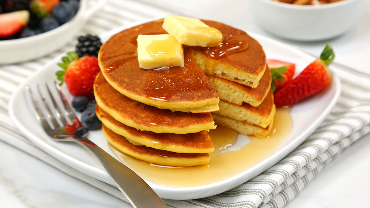 Low-Carb-Pancakes_16x9_1200_The-Domestic-Geek