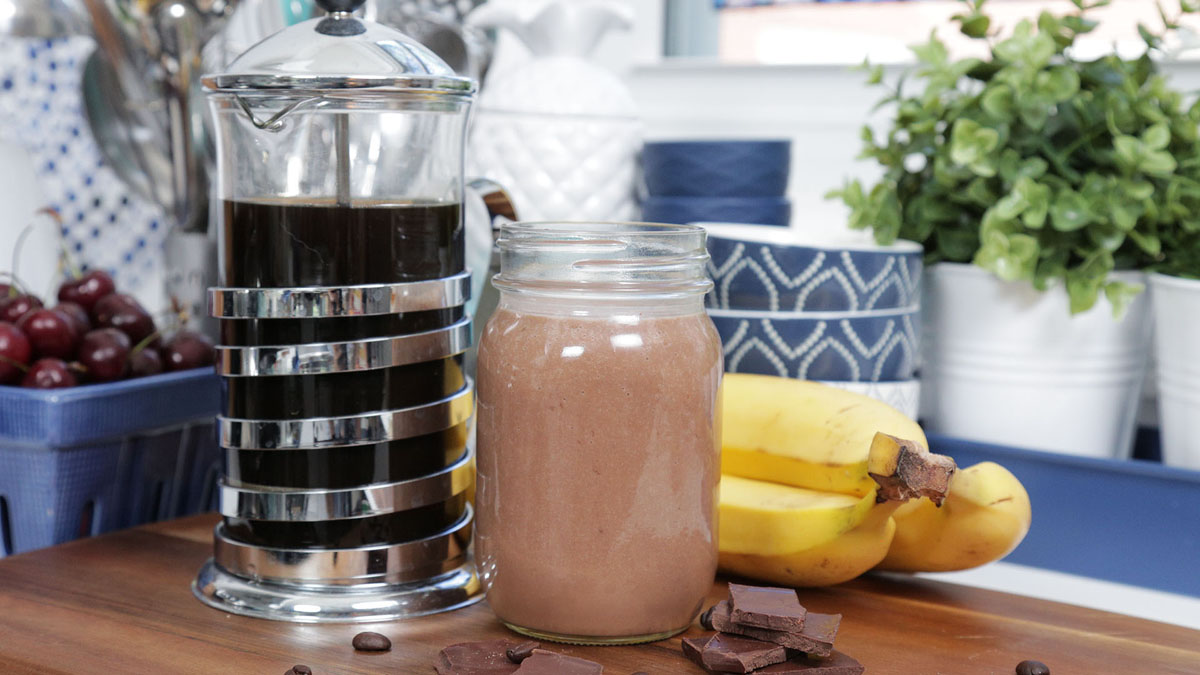 Mocha-Latte-Smoothie_16x9_The-Domestic-Geek