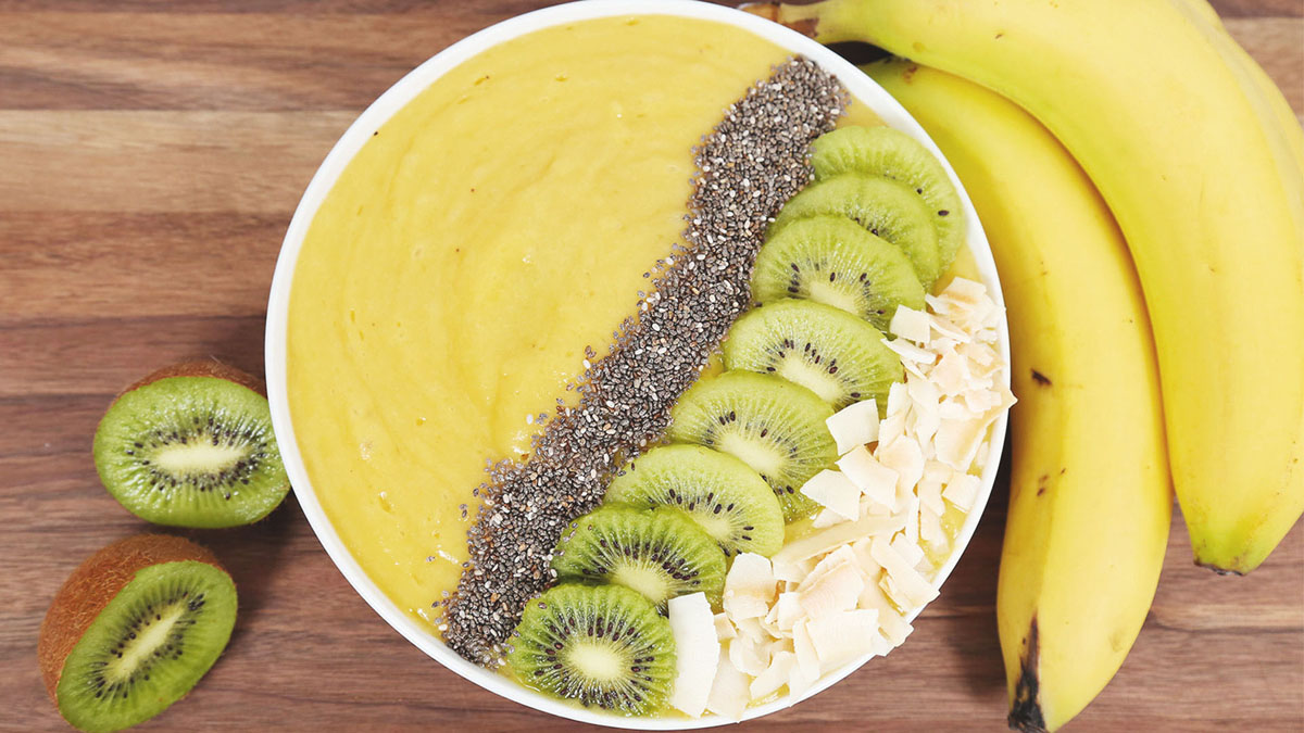 Oh-So-Tropical-Smoothie-Bowl_16x9_The-Domestic-Geek