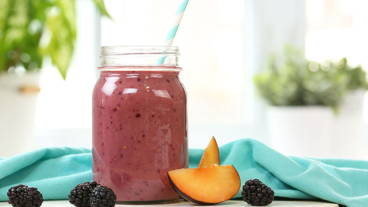 Plum-Perfect-Smoothie_16x9_The-Domestic-Geek