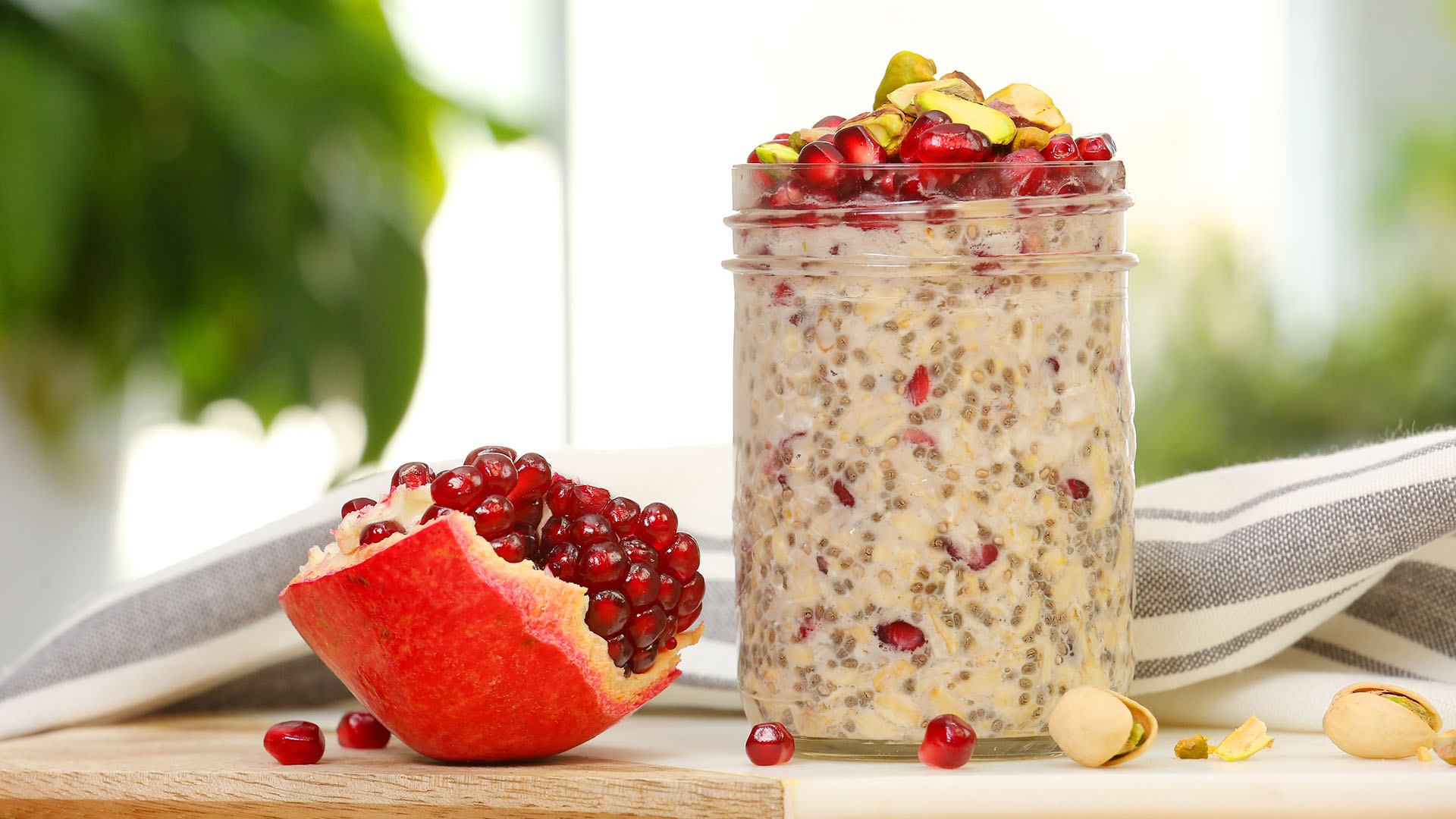 Pomegranate-Pistachio-Overnight-Oatmeal_16x9_The-Domestic-Geek
