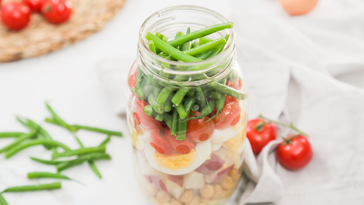 Protein-Packed-Salad-Jar_16x9_The-Domestic-Geek