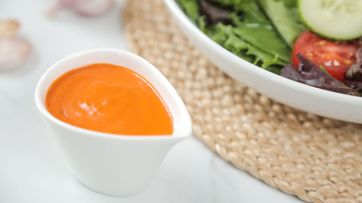 Roasted-Red-Pepper-Dressing_16x9_The-Domestic-Geek