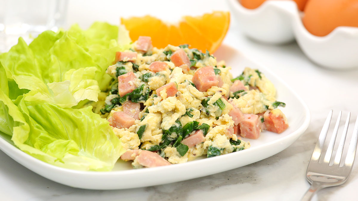 Sausage-Spinach-Scramble_16x9_1200_The-Domestic-Geek