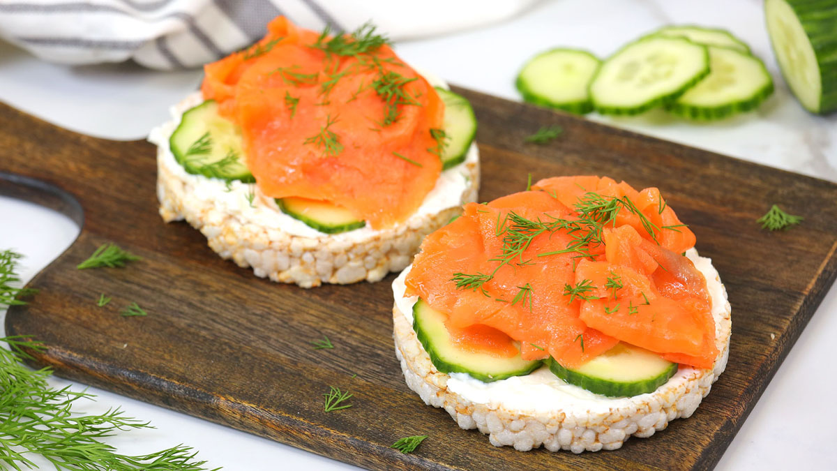 Smoked-Salmon-Rice-Cake_16x9_The-Domestic-Geek