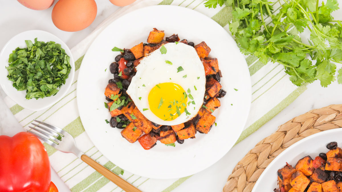 Spicy-Southwestern-Sweet-Potato-Hash_16x9_The-Domestic-Geek
