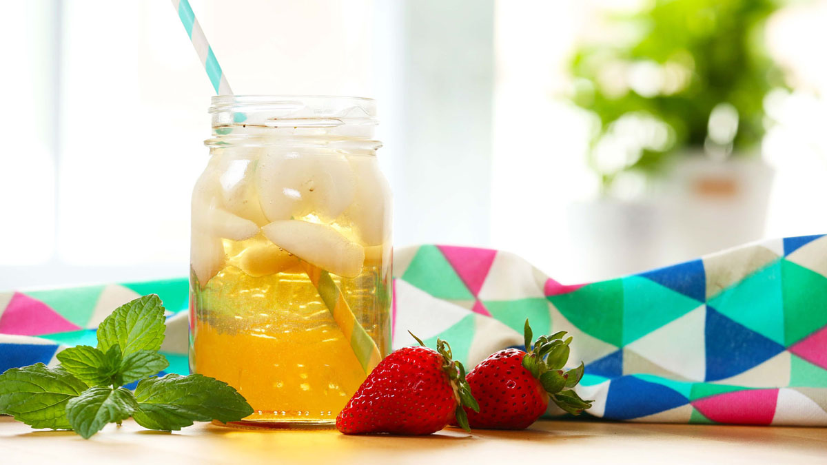 Strawberry-Peppermint-Iced-Tea_16x9_The-Domestic-Geek