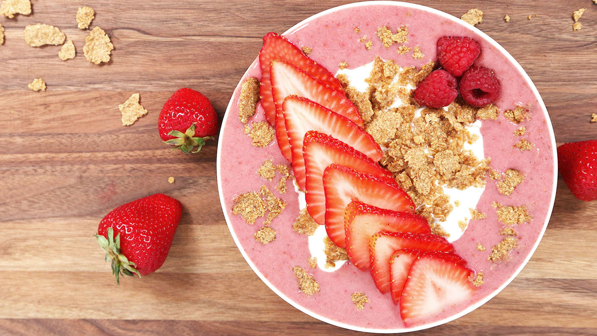 Strawberry-Vanilla-Smoothie-Bowl_16x9_The-Domestic-Geek
