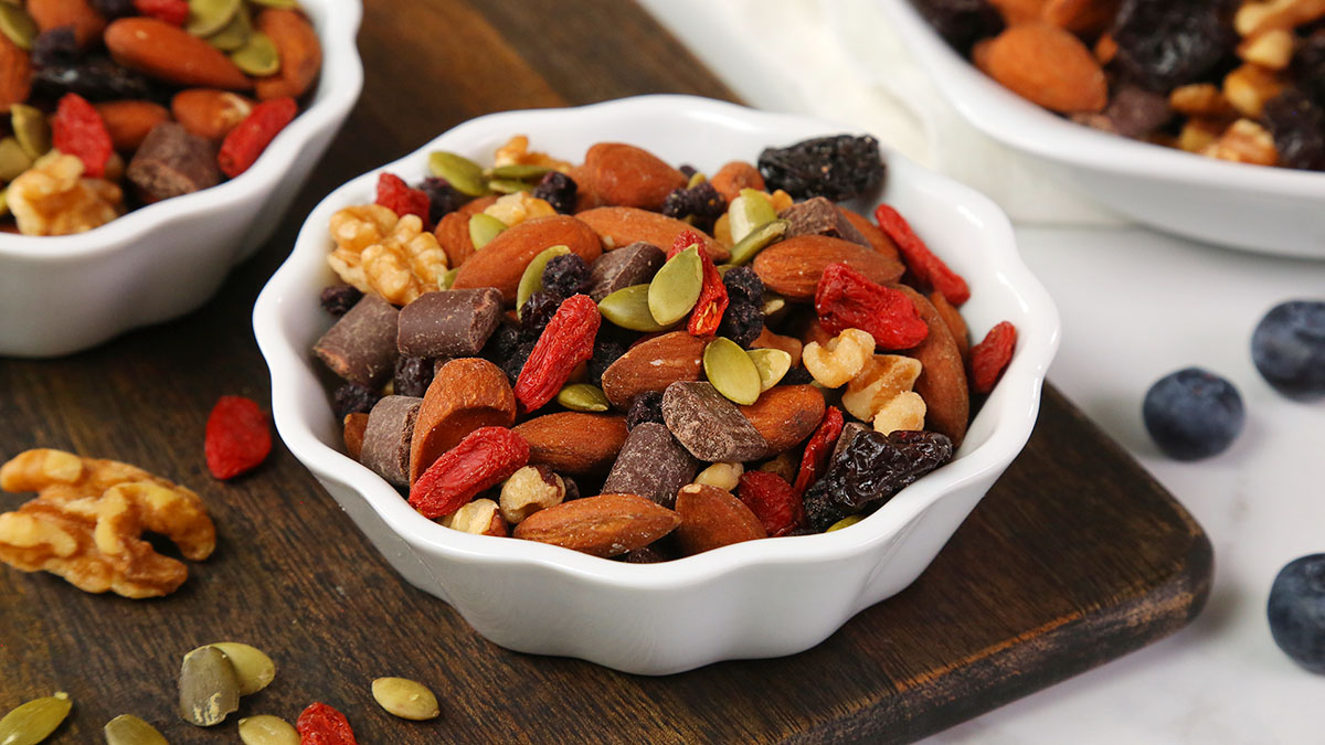 Superfood-Trail-Mix_16x9_1200_Healthy-Meal-Plans
