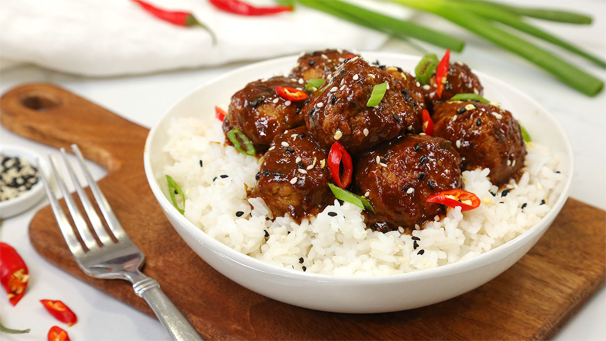 Sweet-Tangy-Asian-Meatballs_16x9_1200_The-Domestic-Geek