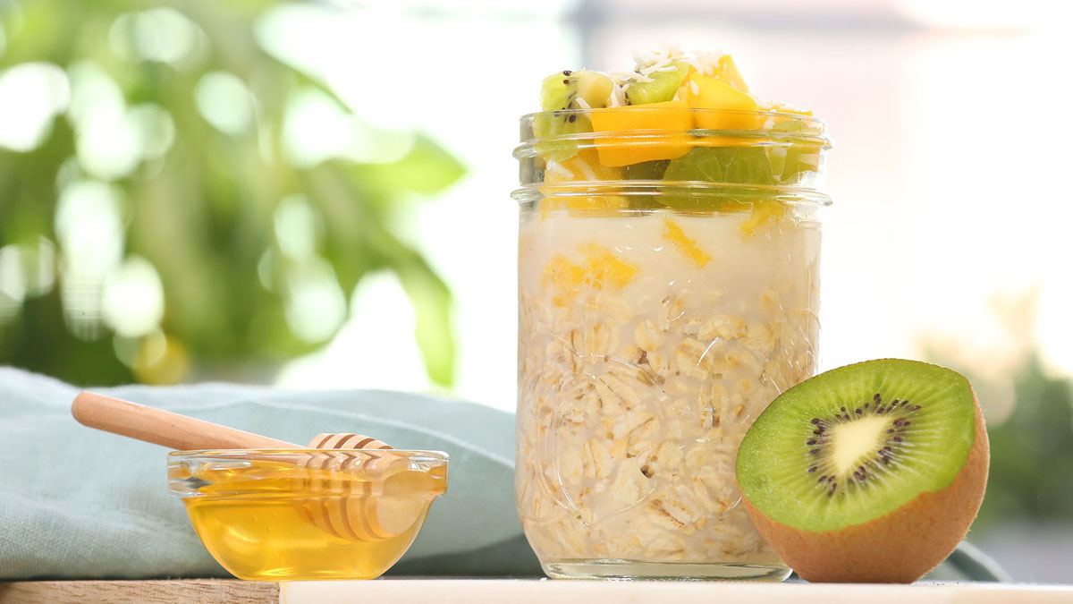 Tropical-Overnight-Oatmeal_16x9_The-Domestic-Geek