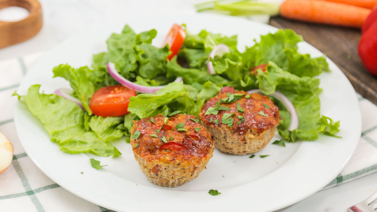 Turkey-Quinoa-Meatloaf-Muffins_16x9_The-Domestic-Geek