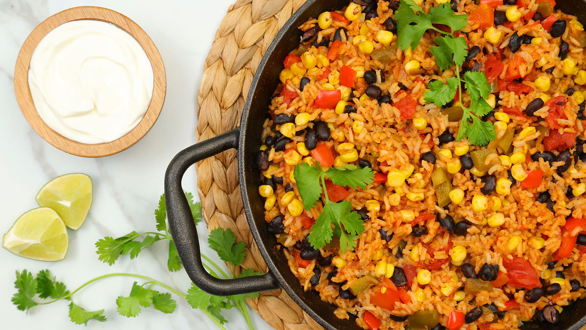 Vegetarian-Mexican-Rice-Skillet_16x9_The-Domestic-Geek