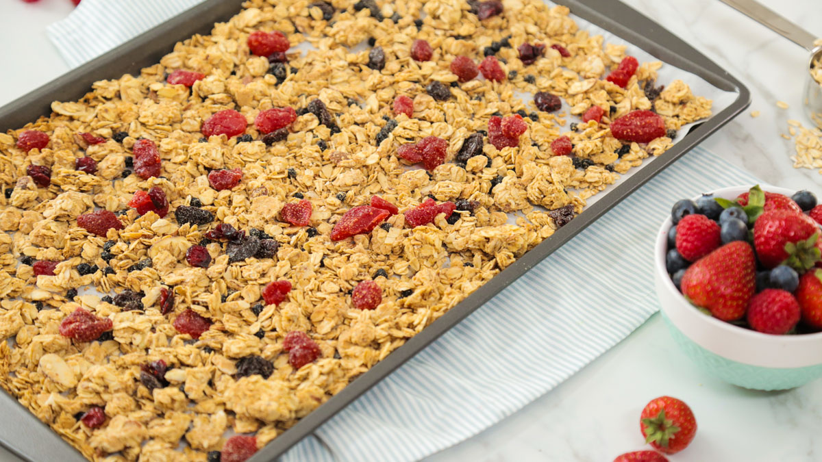 Very-Berry-Granola_16x9_The-Domestic-Geek